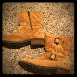 Uggs. 8. Worn but in great warm condition!